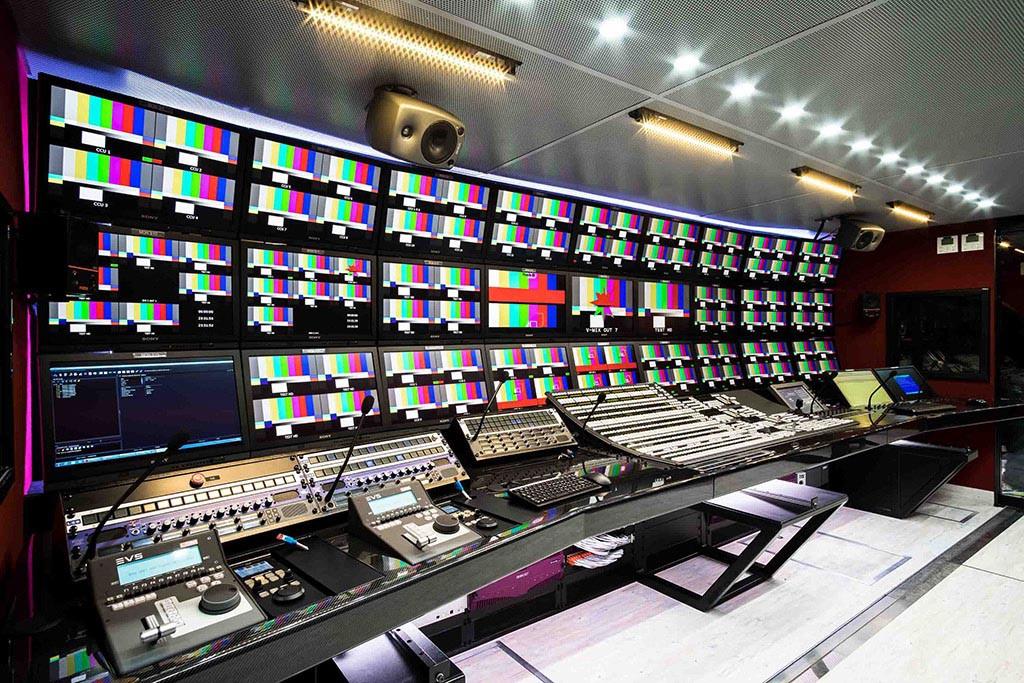 Video-Arbeitsplatz im Al Kass Ü-Wagen
