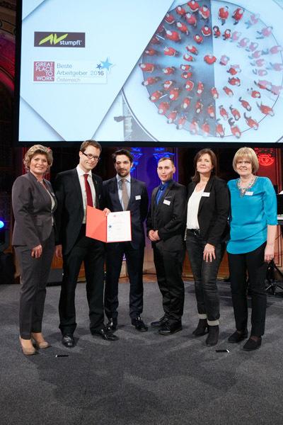 AV Stumpfl nimmt die Auszeichnung entgegen