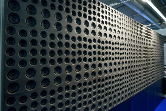 Lautsprecherwand bei Holo Plot