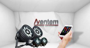 Über eine App bedienbare Scheinwerfer von Astera bei Aventem
