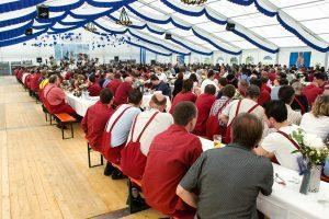 Betriebsfest in einem Festzelt