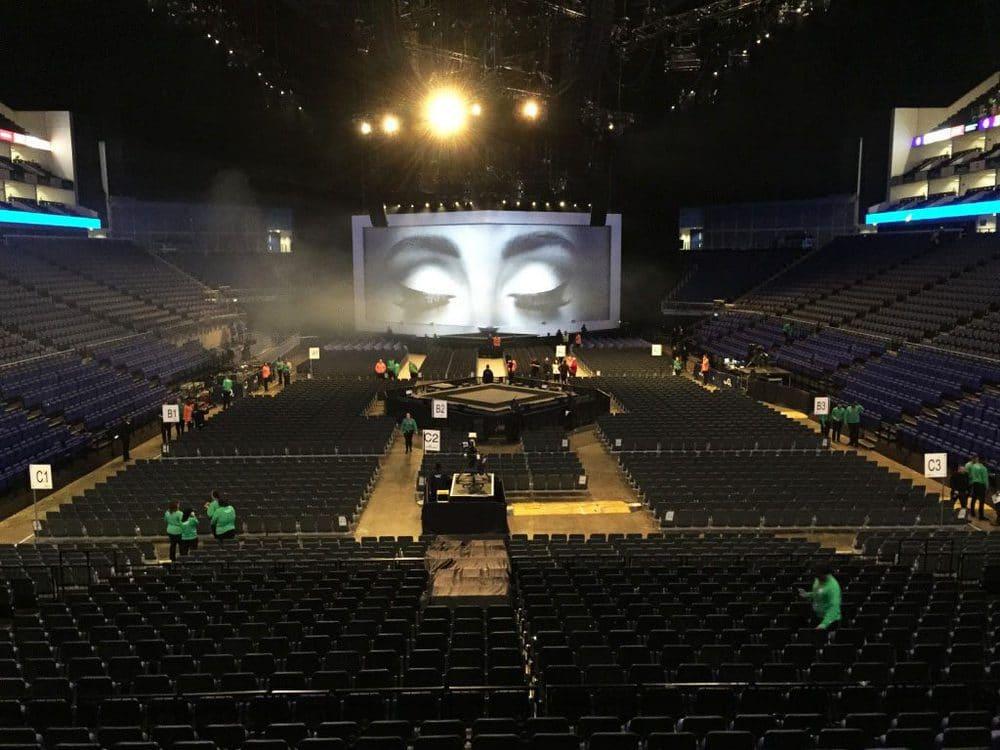 Aufbau der Veranstaltungstechnik beim Adele Konzert