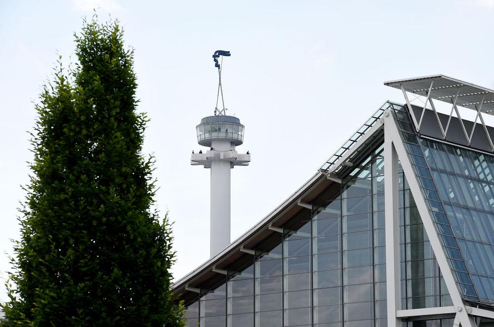 Blick auf den Hermesturm der Deutschen Messe
