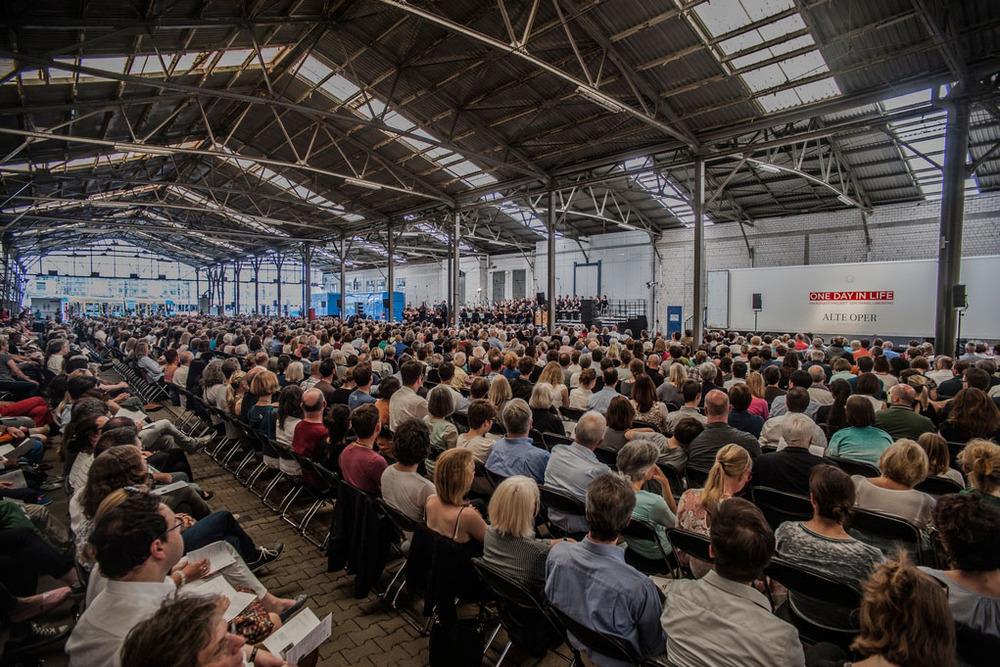 Konzert in einer Industriehalle