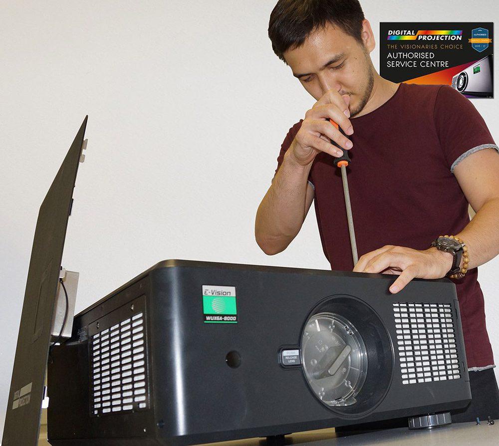 AV Ingenieur mit der  E-Vision