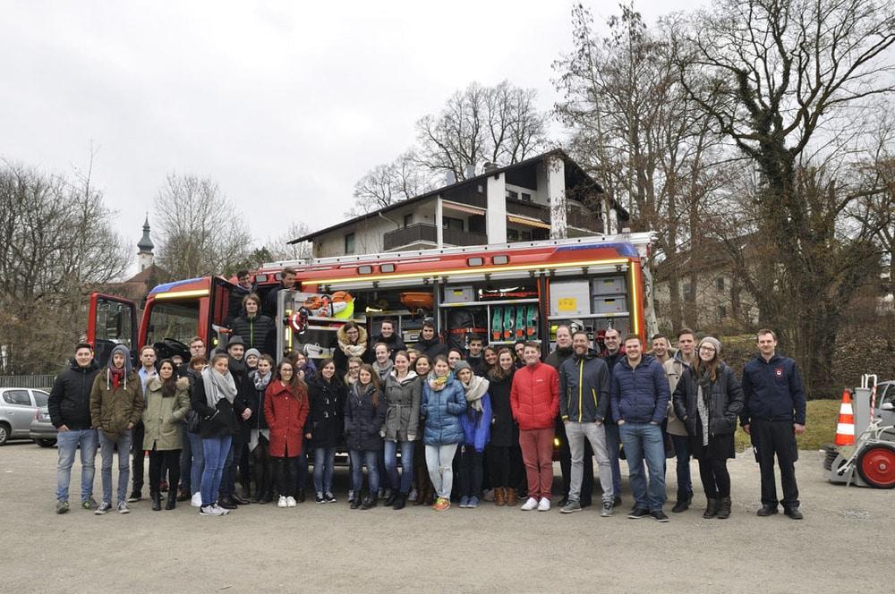 erpam Roadshow mit Schülern und Feuerwehrauto