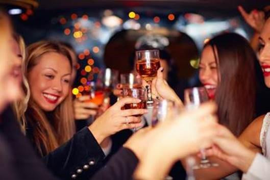 Leute beim Feiern