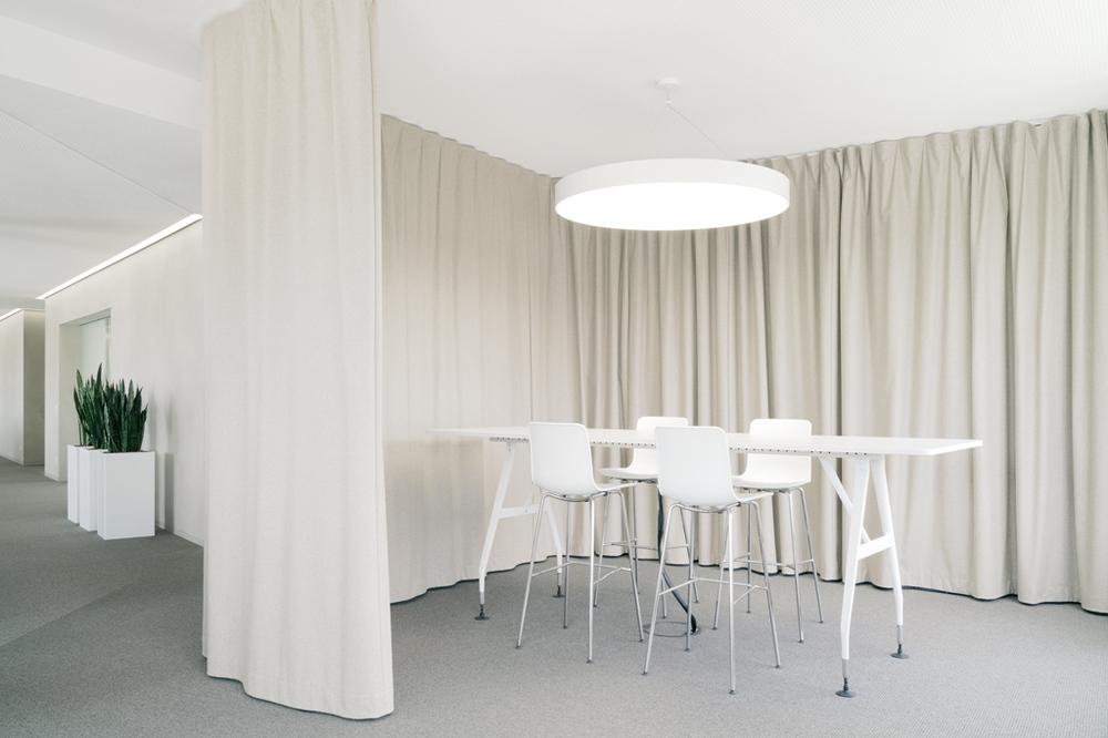 Gerriets Schallvorhang Office bei der Kreissparkasse Tuttlingen