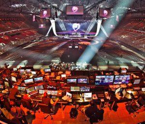 Veranstaltungs-Fachkräfte während der Arbeit beim Eurovision Song Contest 2011 in Düsseldorf.