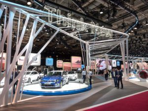 VW Stand auf dem Pariser Autosalon