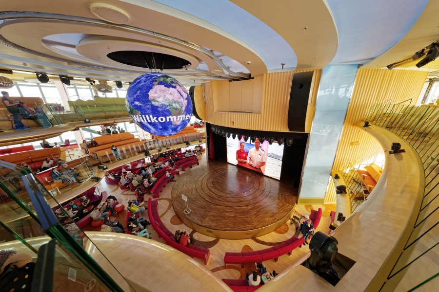 Im Theatrium finden täglich Shows und Events statt.