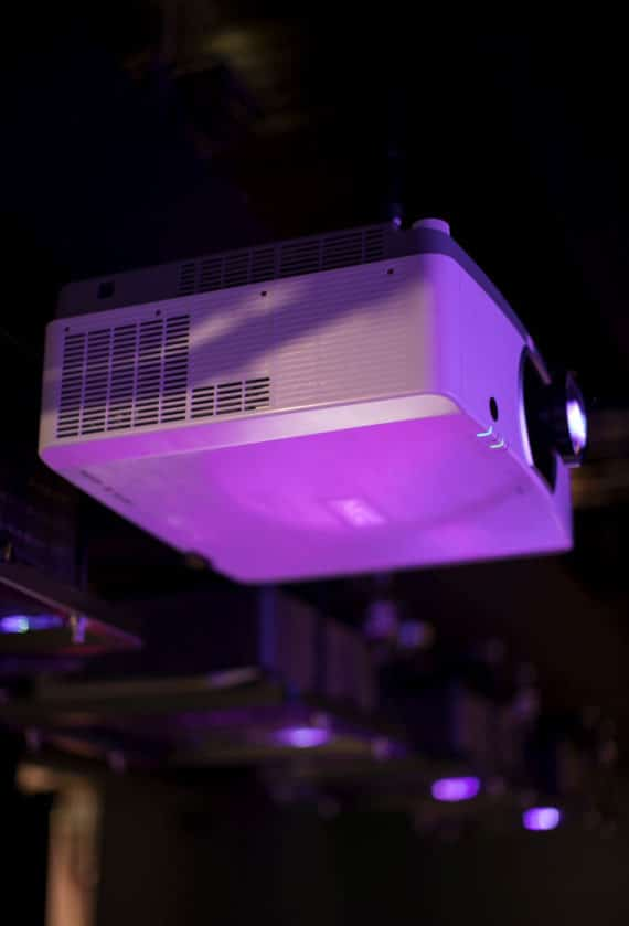 Laserprojektor PA 653UL von NEC