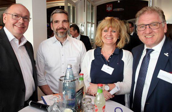 Robert Diede, Jochen Steneberg, Claudia tom Have-Roes vom DEHOGA Nordrhein und Frank Schwarz (v. l.) freuen sich über eine gelungene Premiere.