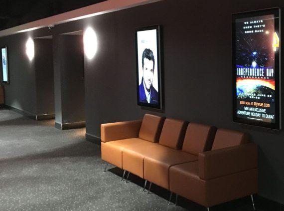 Signage-Installation in elf Kinos der größten britischen Kette Vue Entertainment.