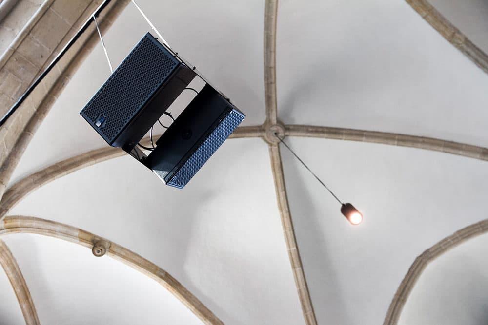 Beschallungstechnik von Meyer Sound im Pieterskerk Leiden
