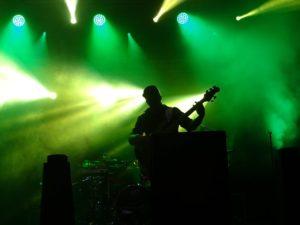 Bühne mit Musiker