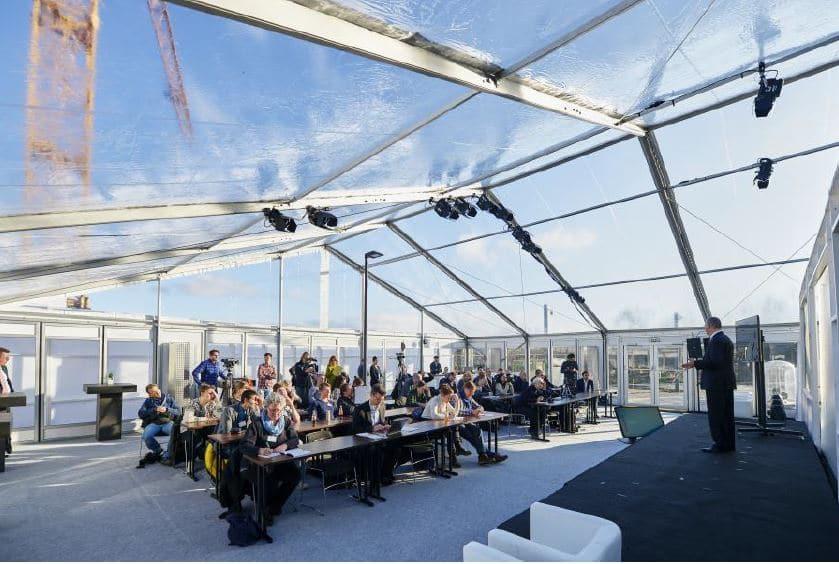 Pressekonferenz am Tag der offiziellen Inbetriebnahme im Losberger Zelt vor dem Testturm.