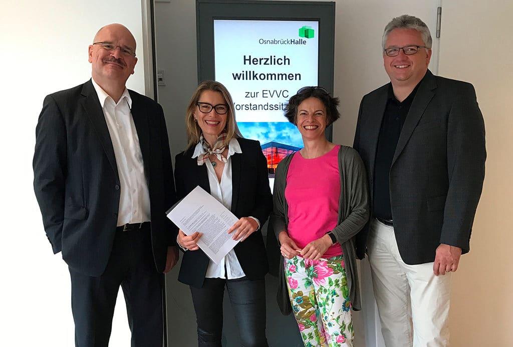 Freuen sich auf die Zusammenarbeit: Joachim König (Präsident), Cordula Riedel, Ilona Jarabek (Vizepräsidentin), Stephan Lemke (Schatzmeister, v.l.n.r.)