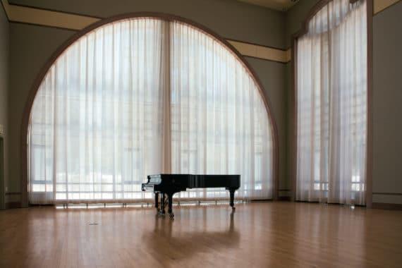 Gerriets Absorber Light Akustikgewebe im Konzertsaal Dresdner Hall des Clark Music Centers der Lawrenceville School in New Jersey