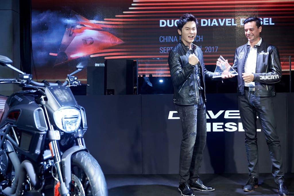 Vok Dams China inszenierte den Launch von Ducati Diavel Diesel und die 1. Übergabe an den chinesischen Superstar Li Chen.