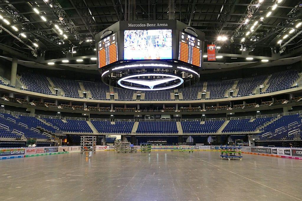 Tausch der LEDs in der Mercedes Benz Arena Berlin