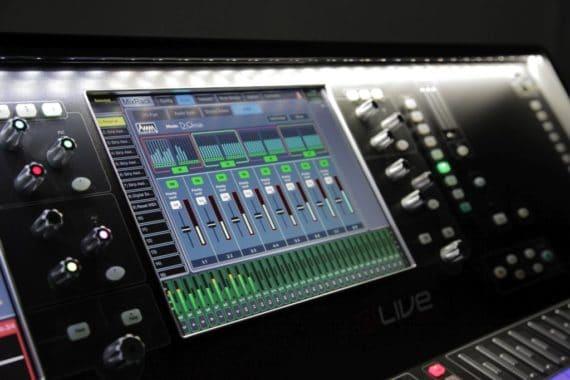 dLive C3500-Konsole mit neuen AMM-Funktionen