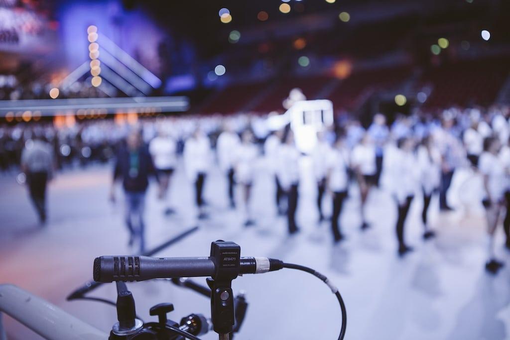 Mikrofon am Bühnenrand