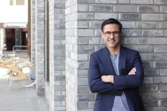 Xavier Sarras, Geschäftsführer der Zum goldenen Hirschen X zerotwonine GmbH