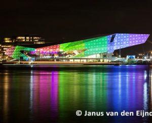Bis Anfang Februar sind die Fassadenprojektionen auf dem Eye Museum in Amsterdam zu sehen.