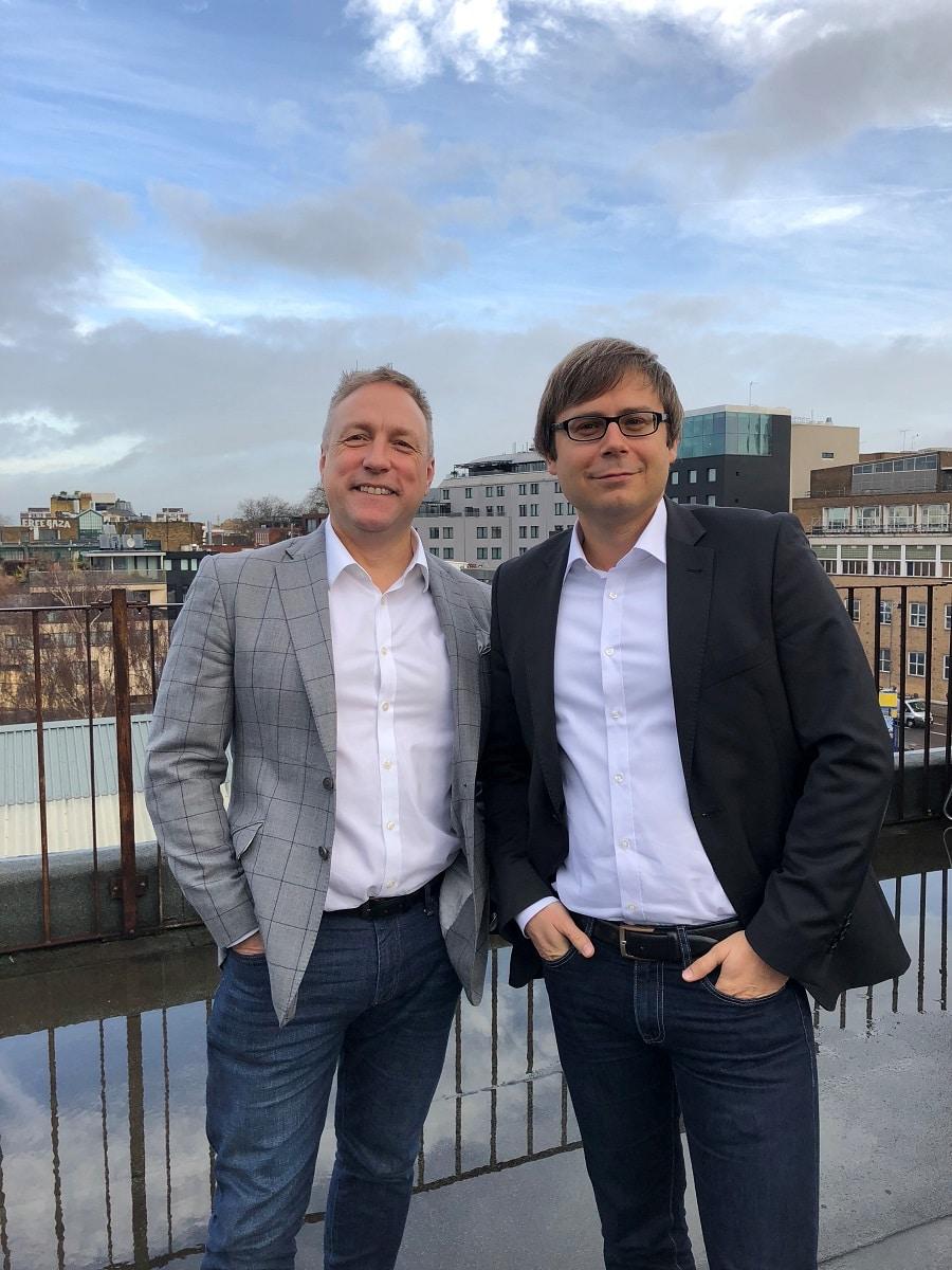 Christian Bozeat (l.), Geschäftsführer macom GmbH (UK) Ltd., und Michael Kottke (r.), Geschäftsführer Operations macom GmbH (UK) Ltd