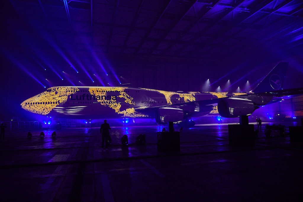 Projektion auf Lufthansa-Flugzeug