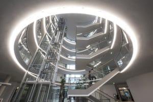 Atrium am Firmensitz des Paderborner Unternehmens dSPACE mit neuer LED-Beleuchtung