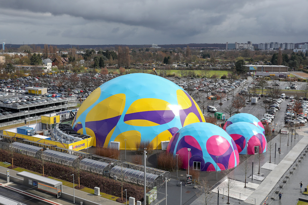 Gut klimatisierte Zeltkonstruktionen auf dem Merck-Gelände
