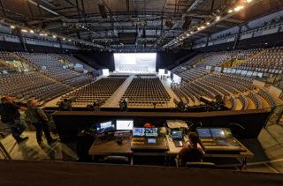 Blick auf die Bühne und den Zuschauerraum bei der Hauptversammlung der Porsche SE