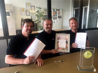 Vertragsunterzeichnung bei aveato für die Expansion nach Hannover.