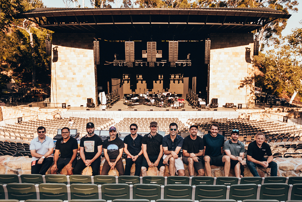 Team des Bon Iver Konzerts im Santa Barbara Bowl in Hollywood vor der Bühne