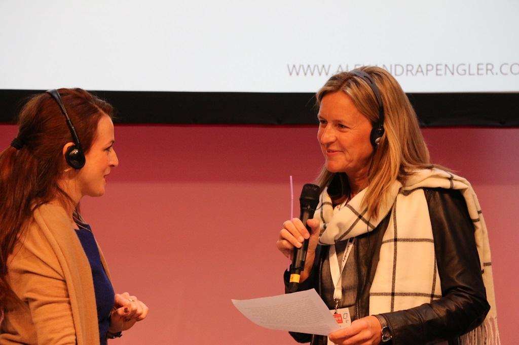 Vocal Coach Alexandra Pengler (l.) und ESG Geschäftsführerin Silke Schulte beim BrandEx