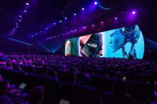 30 Meter breite LED-Wand auf der Bühne