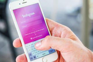 Smartphone-Hand-Social-Media-Instagram