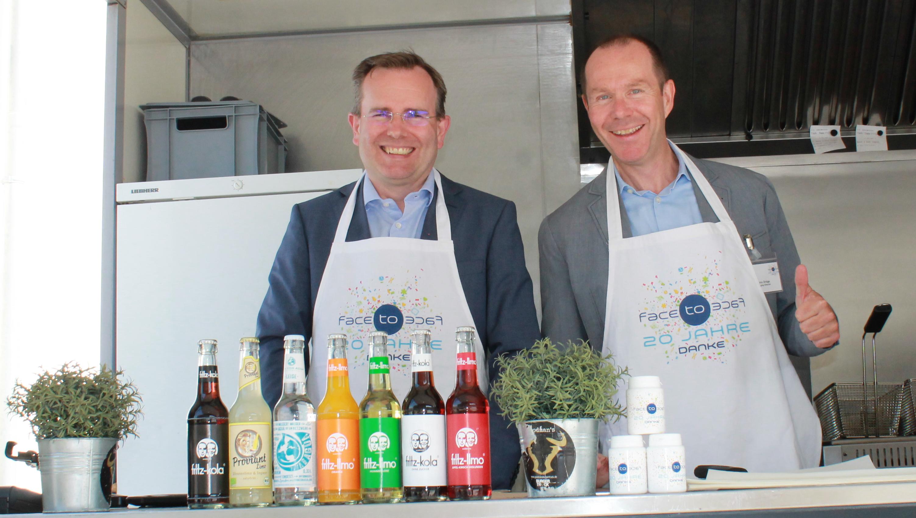 20 Jahre face to face GmbH_GF Jan Schneider und Marco Dröge, re._Foodtruck