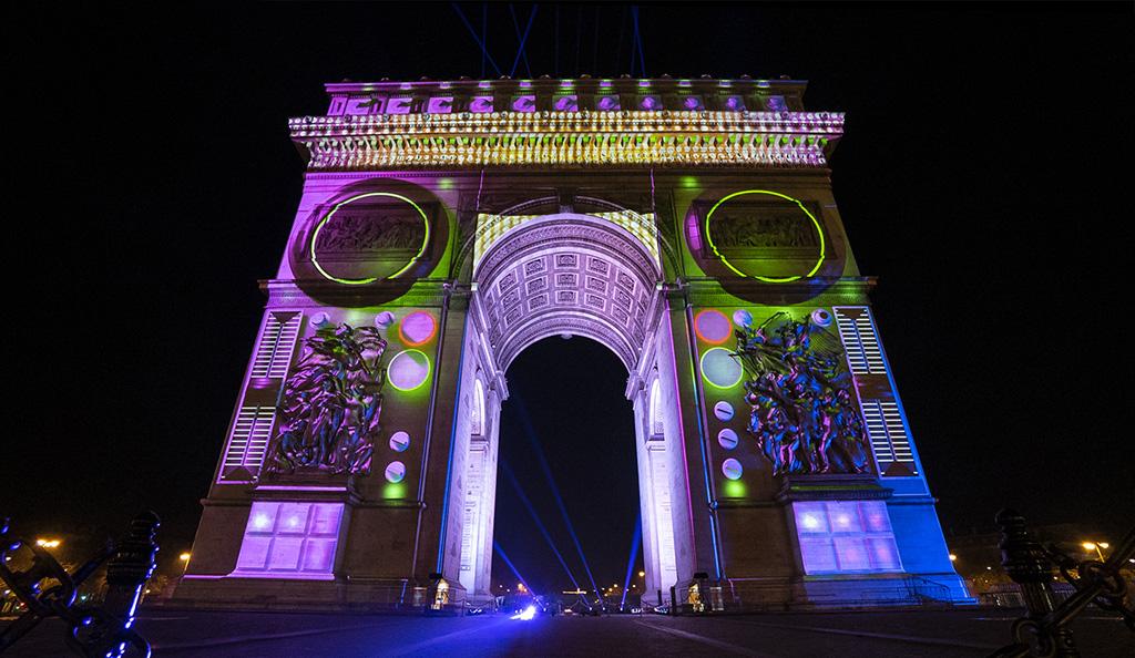 Projektion am Arc de Triomphe