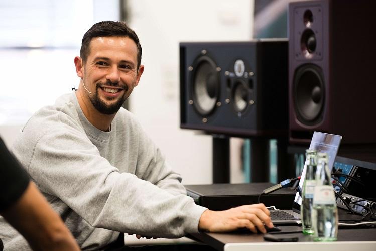 Hip-Hop-Produzent Juh Dee zeigte im Master Class Workshop eine seiner Produktionen mit Adel Tawil.