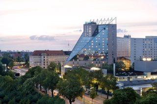 Außenansicht auf das Estrel Berlin