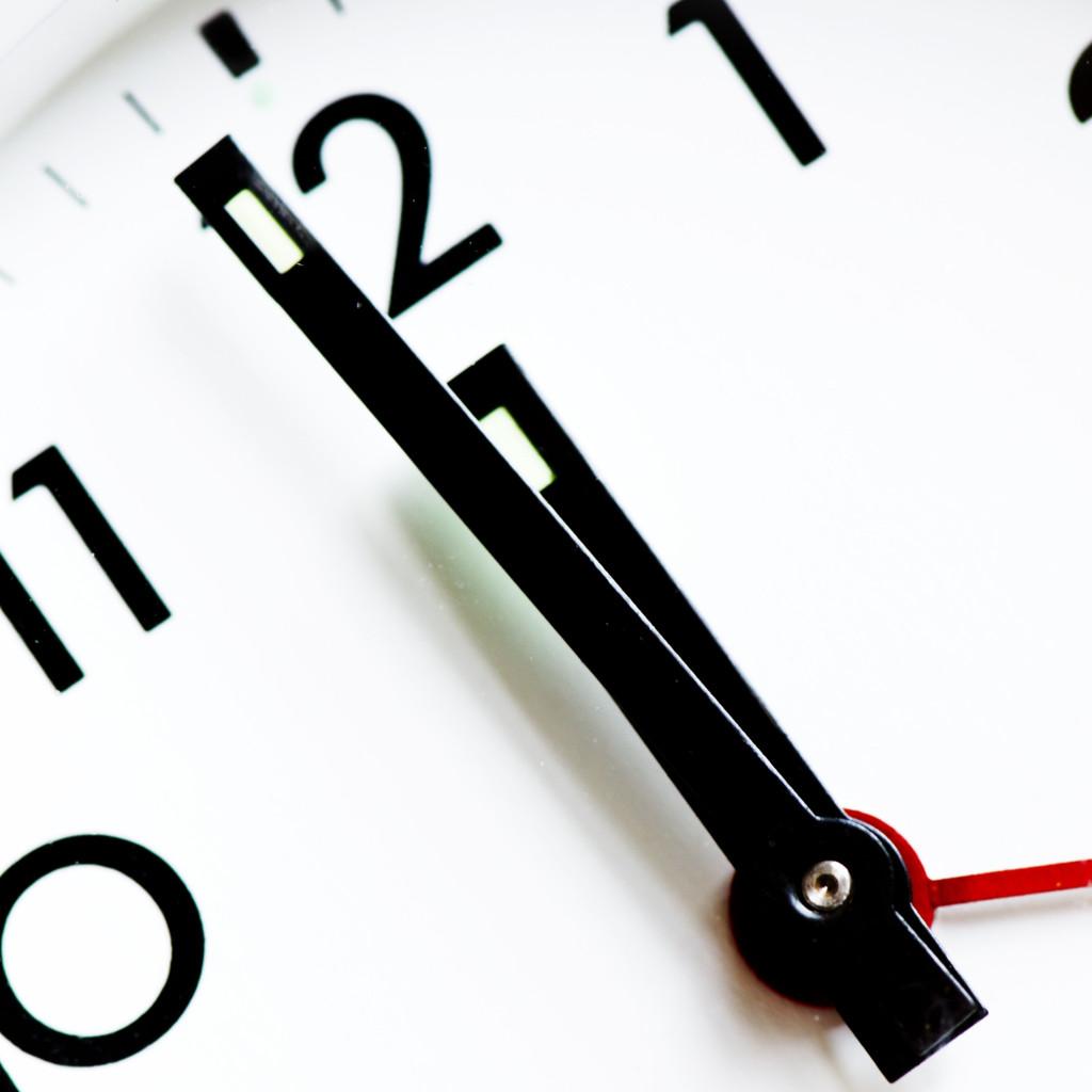 uhrzeit-deadline-uhr-zeit-zeitangabe