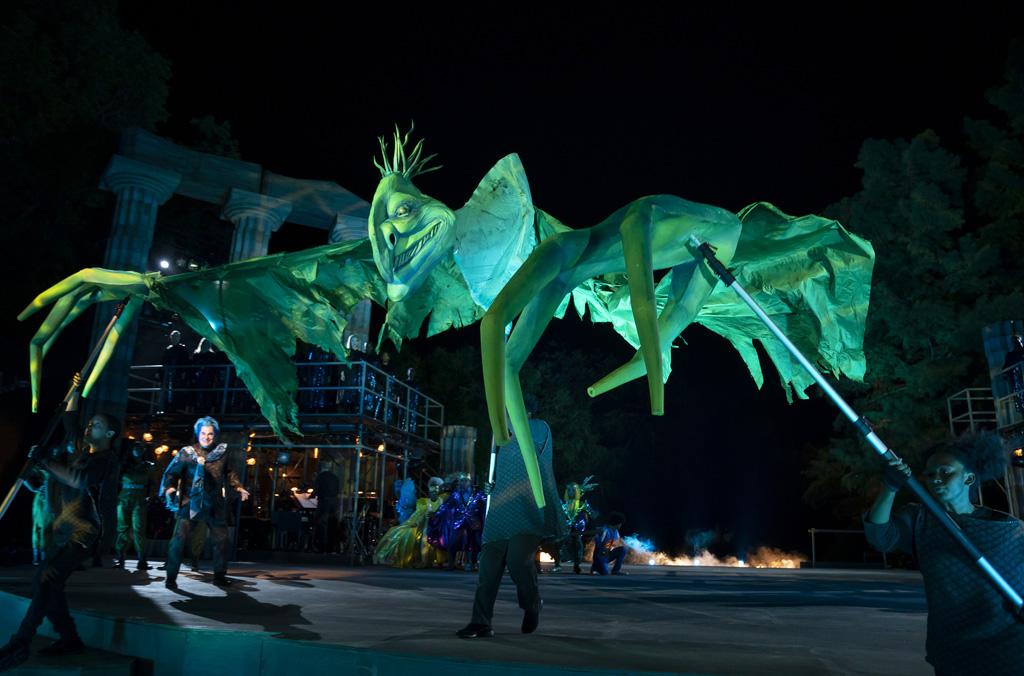Antikes Monster auf der Bühne