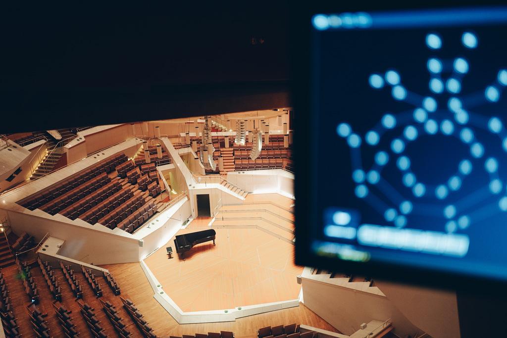 Blick in den Saal und Beleuchtungssoftware