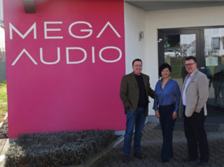 James Lamb (l., President Point Source Audio), Yvonne Ho (VP, Sales & Marketing Point Source Audio) und Burkhard Elsner (Geschäftsführer Mega Audio)