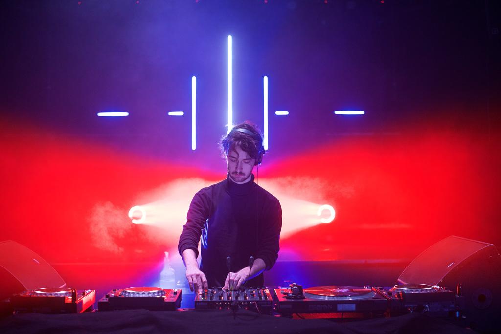 DJ-Setup mit Beleuchtung