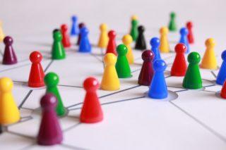 Game-Spiel-Strategie-Plan-Figuren-Crowd