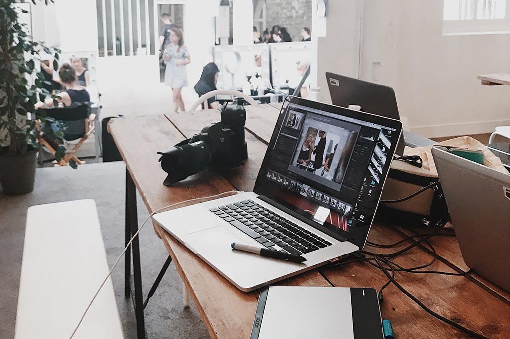 Medien-Büro-Laptop-Arbeit